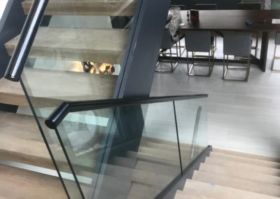 Modern-Glass-Staircase-10